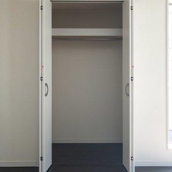 ドアの開閉を意識したインテリアの配置をしましょう。