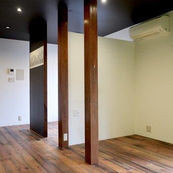 ちらりと奥に見える空間は来客との打ち合わせスペースとして使えそう!