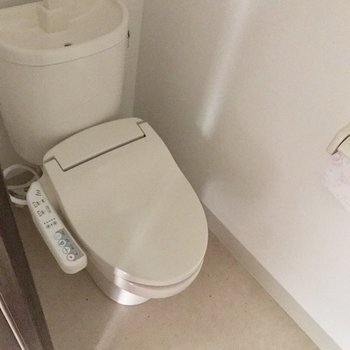 奥にはトイレがあります ※写真は通電前のものです