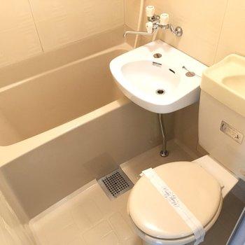 お風呂は3点ユニット。お掃除も1度に済んじゃいますね。