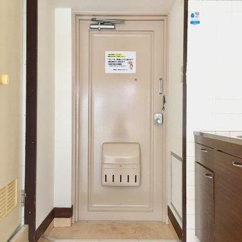 玄関にはシューズボックスはありません!必要最小限持ち込みましょ。