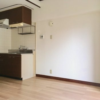 キッチン横が冷蔵庫置き場になりそう。