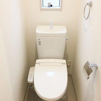 トイレは脱衣所奥に。