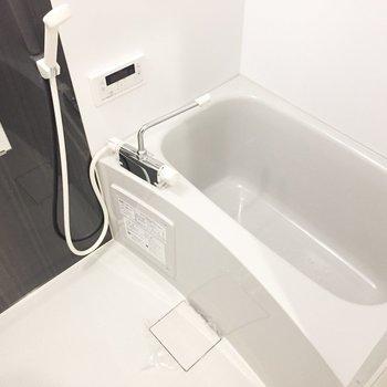 お風呂も綺麗ですね。