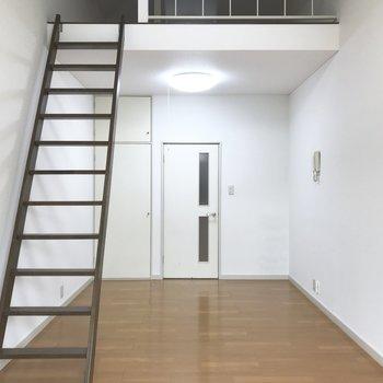 ロフト階段は固定式ですが、間取り的には自由に使えそう。