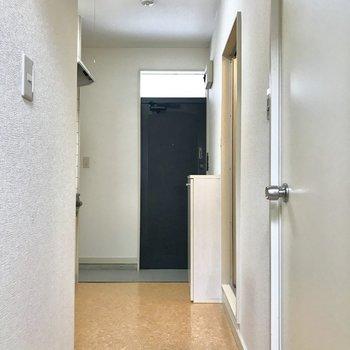 廊下はレトロ感が漂います。実家を思い出すな〜