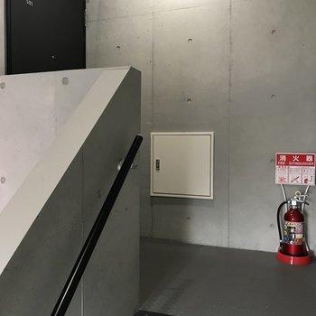 5階まで階段。1フロアー1住戸です。