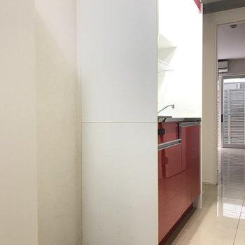 ここには冷蔵庫や電子レンジが置けそう ※写真は1階の同間取り別部屋のものです。