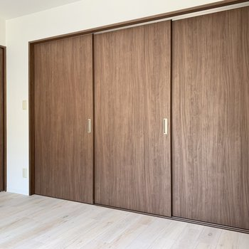 【洋室】このように扉で区切ることも出来ます