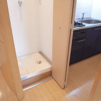 洗濯機も隠せます※写真は4階の似た間取り別部屋のものです