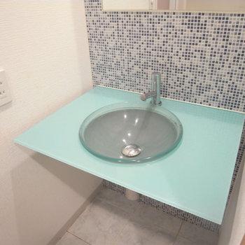 洗面台が可愛い!※写真は4階の似た間取り別部屋のものです