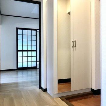 一旦廊下へ出て次の洋室へ!