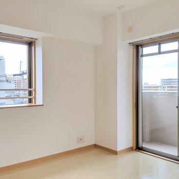 玄関側の洋室。こちらは寝室にしようかな。(※写真は4階の同間取り別部屋のものです)