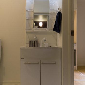 洗面台は大きめ!※家具はサンプルです