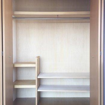 棚は可動式。優秀な収納です。