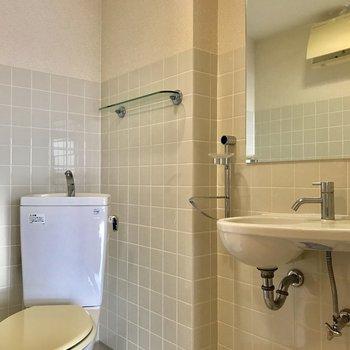 洗面台とトイレは同じスペースに
