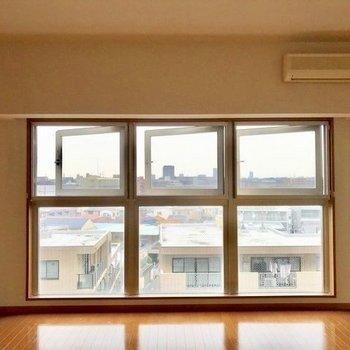 3つの窓が開放感を演出