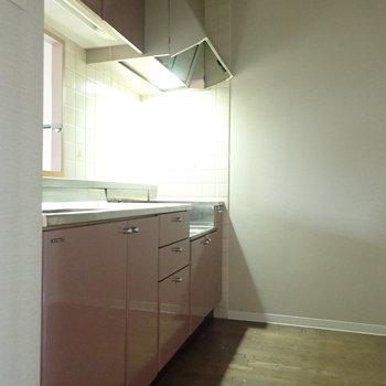 【LDK】ピンクを基調としてかわいい印象。※写真はクリーニング前のものです