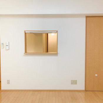 ベランダ側から見たお部屋、キッチンとカウンターで通じてます。