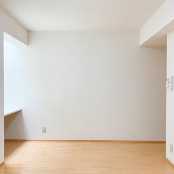 横長に広いお部屋なので、奥行きがあります。
