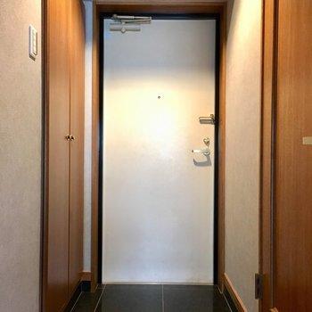 玄関は広め。このタイルは掃除がしやすそう〜!