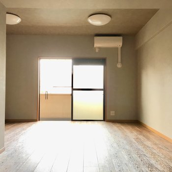 エアコンはお部屋に付いてきますよ〜!初期費用抑えられちゃいますね。