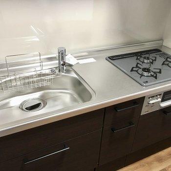 キッチンはシンクも大きくて使いやすい!作業台はちょっと狭め。