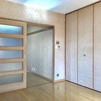 収納の壁も刺繍があるので雰囲気が統一されています