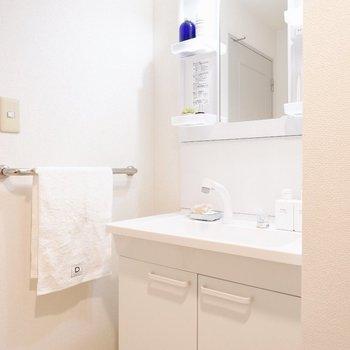 清潔感のある洗面台※写真の家具はサンプルです
