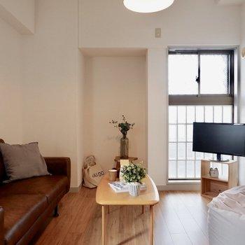 【洋室①】奥の窪みを使ってアートスペースが作れそう※写真の家具はサンプルです