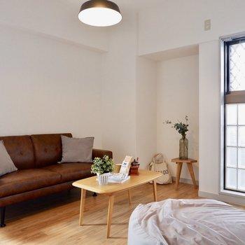 【洋室①】ガラスブロックで視線も気になりません※写真の家具はサンプルです