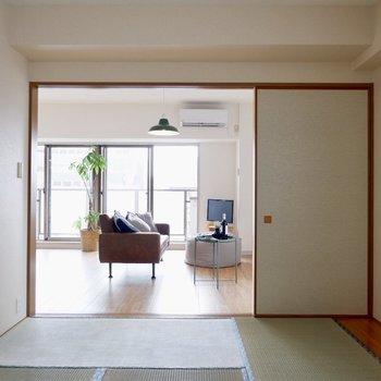 【和室】引き戸を開ければ広々2LDK風にもできますよ※写真の家具はサンプルです