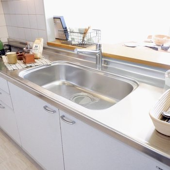 【LDK】作業スペースをしっかり確保できるカウンターキッチン※写真の家具はサンプルです