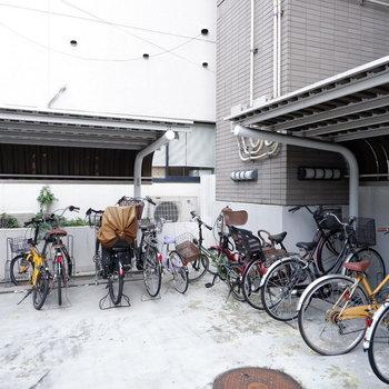 駐輪場も屋根付きで安心ですね