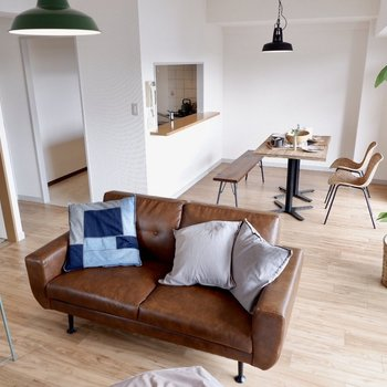 【LDK】開放的なお部屋です※写真の家具はサンプルです