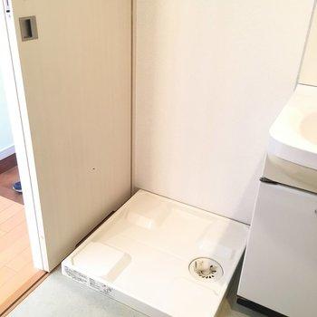 洗濯機置場は洗面台のお隣です※写真は3階同間取り別部屋のものです