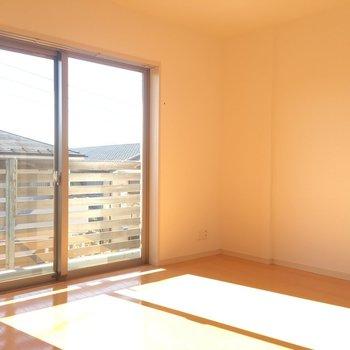 光がよく入ってきますね!※写真は3階同間取り別部屋のものです