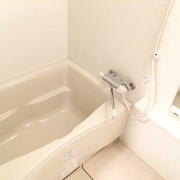 お風呂はこちら。※写真は3階同間取り別部屋のものです