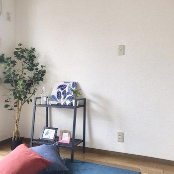 【洋室】シェルフなんかも置きたいな※家具はサンプルです