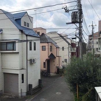 閑静な住宅街が見えます。
