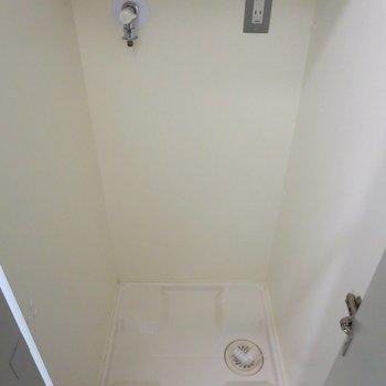 洗濯機置場は扉で隠れます※写真は2階の同間取り別部屋のものです