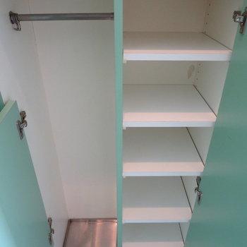 シューズボックス下部、傘もしまえます※写真は2階の同間取り別部屋のものです
