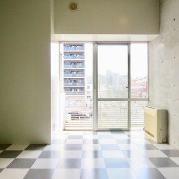 窓側はシンプルになっています※写真は2階の同間取り別部屋のものです