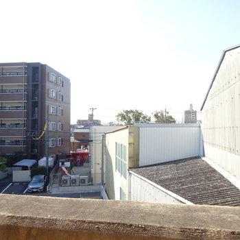 眺望は工場とマンション