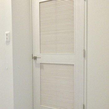 玄関にある可愛い扉を開けると?