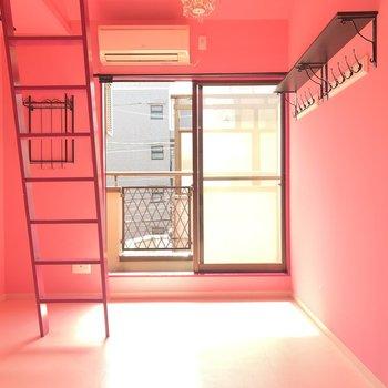 扉を開けたら一面ピンク!