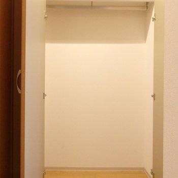 玄関前にクローゼット、収納力はありますよ