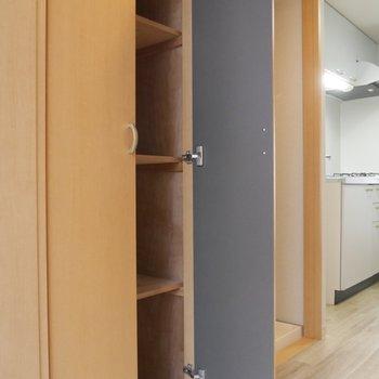 アウトドアの備品をこちらに収納しても良いかも。※写真は2階の反転間取り別部屋のものです