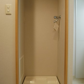 洗濯機も室内で使えます。※写真は2階の反転間取り別部屋のものです
