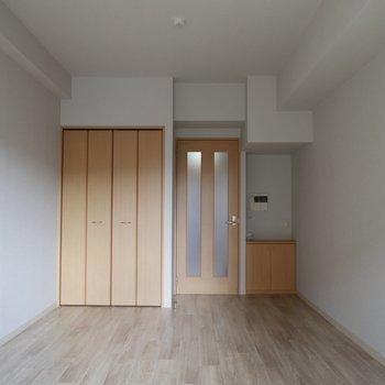 スペースを区切って、リビングをつくってもよし。※写真は2階の反転間取り別部屋のものです
